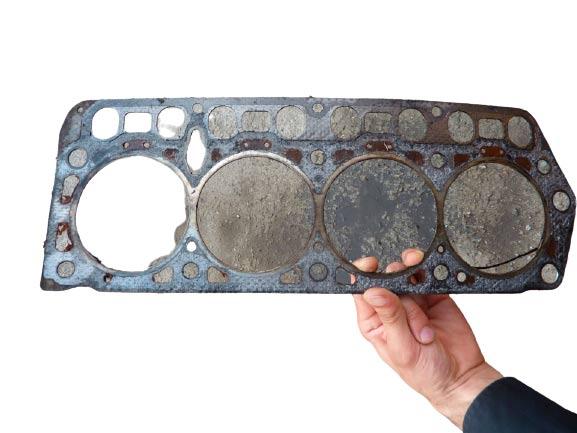 Прогорела прокладка головки блока цилиндров в двигателе